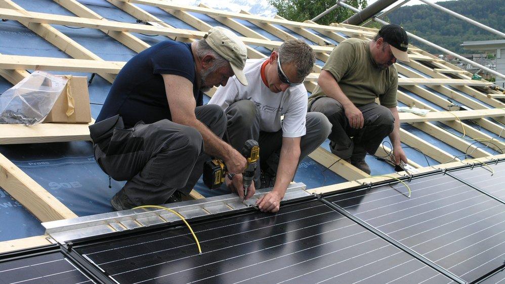 Dans le canton de Berne, 250 propriétaires ont posé des panneaux solaires sur leur toit avec l'aide d'autres coopérateurs.