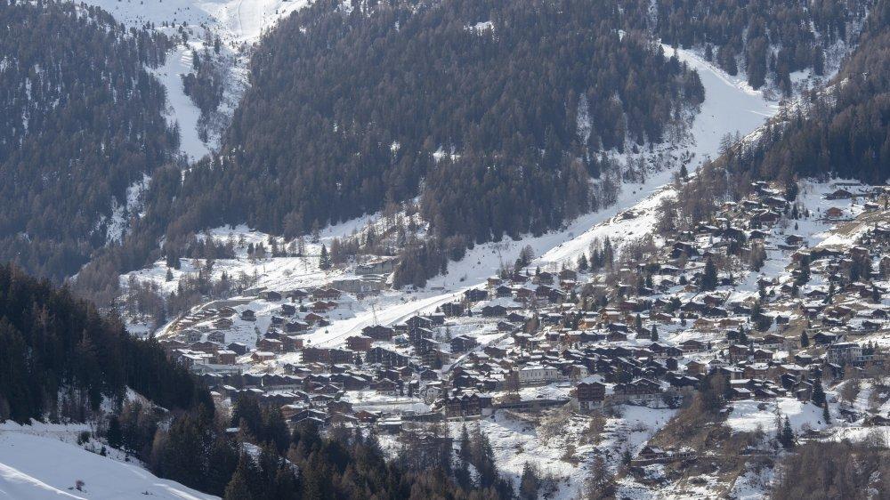 Pour se conformer à la loi sur l'aménagement du territoire, la commune d'Anniviers a gelé 100 hectares de ses zones à bâtir. Tous les villages de la vallée sont concernés, dont Grimentz.