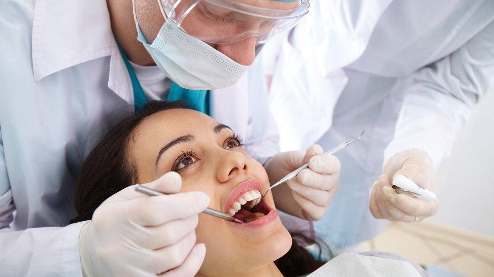 La nomination d'une commission extraparlementaire devrait fournir à notre canton de nouvelles pistes pour rendre plus accessible l'accès aux soins dentaires à tous les Valaisans.