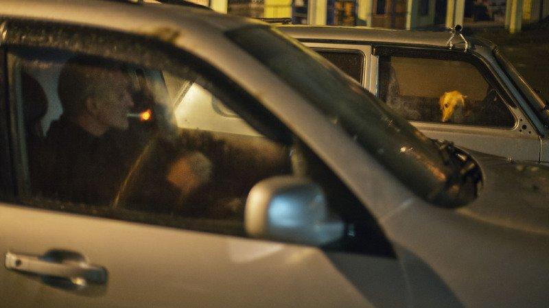 Le Conseil fédéral refuse d'interdire la cigarette au volant