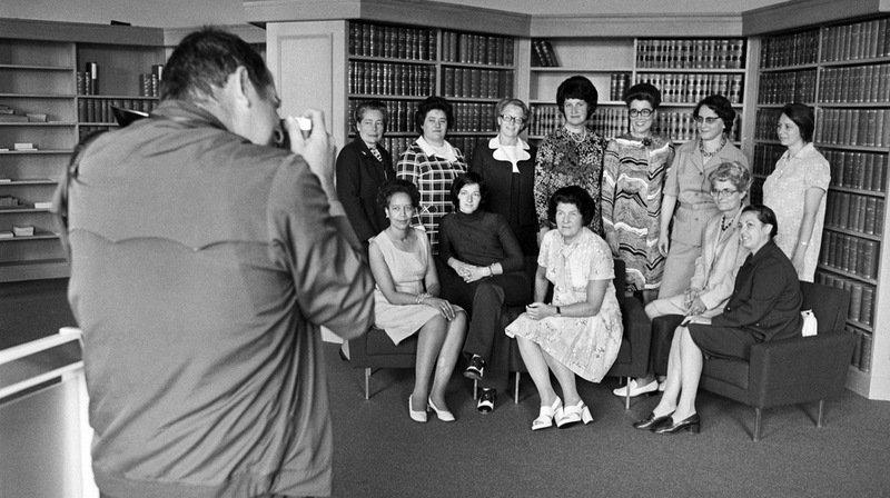 Les pupitres du Parlement porteront à l'avenir le nom des douze premières femmes qui sont entrées au Parlement en 1971. (Archives)