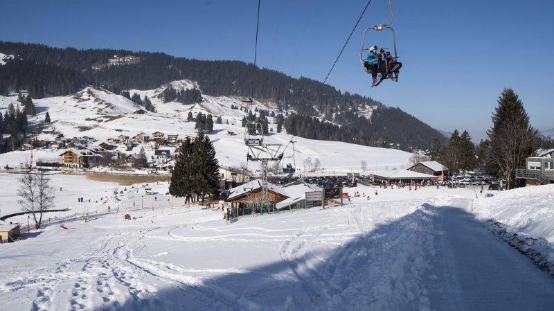 Fribourg: un skieur grièvement blessé en s'encastrant dans un canon à neige