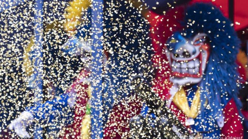 A carnaval, l'ambiance est festive. Les jeunes sortent souvent en groupe et prennent soin les uns des autres.