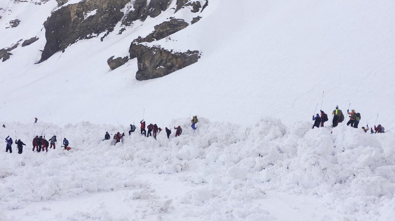 Suisse: une dizaine de personnes ensevelies dans une avalanche à Crans-Montana