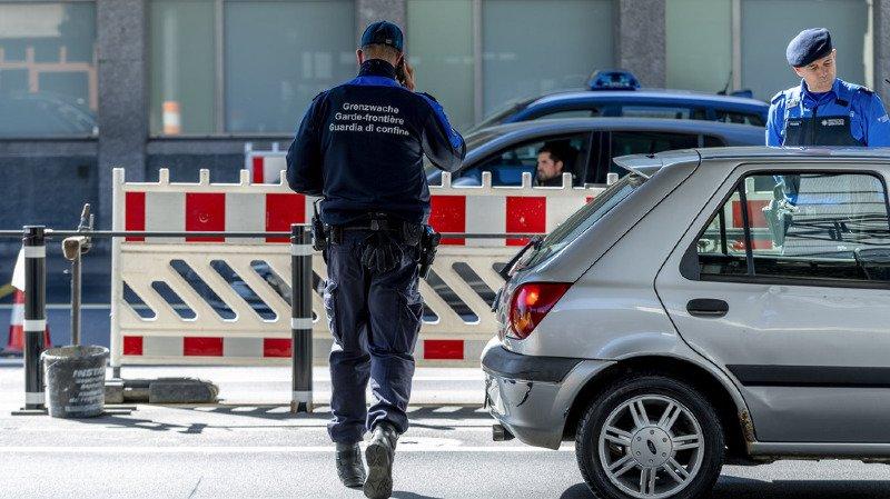Les gardes-frontière ont par ailleurs interpellé l'an passé au total 24'750 personnes signalées, soit un millier de moins qu'en 2017. (illustration)