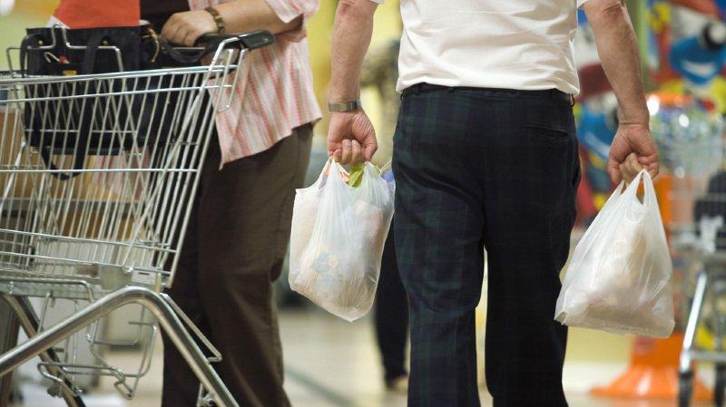 Environnement: l'interdiction des sacs en plastique gratuits va-t-elle gagner la Suisse?