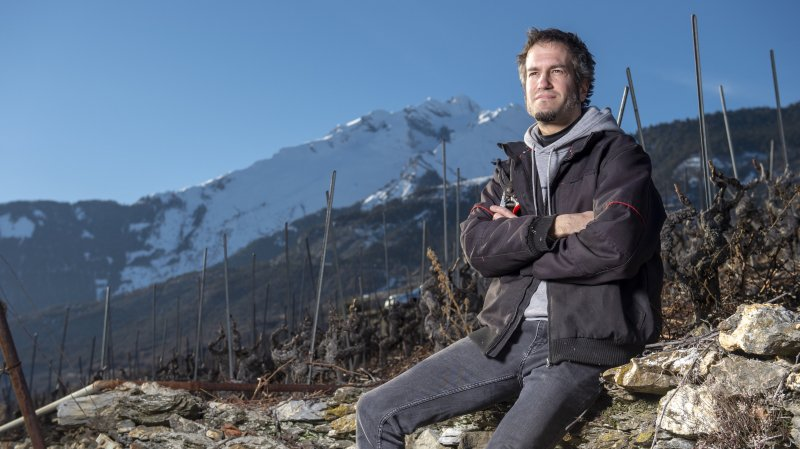 Grégoire Dessimoz, co-fondateur de l'épicerie Intchiè No, a attendu d'avoir 30 ans avant de se lancer dans la viticulture.
