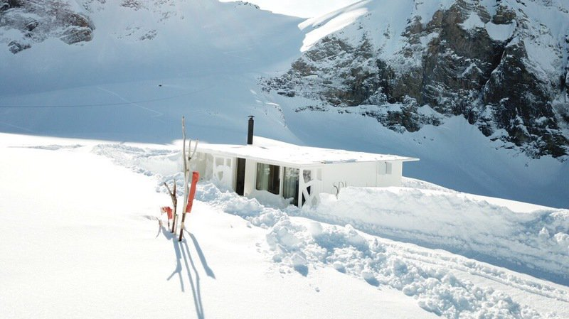 Le bungalow-spa au milieu de la neige est doté de tout le confort nécessaire à un séjour inoubliable.