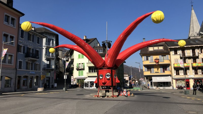 L'emblème du carnaval montheysan a été installé lundi matin.