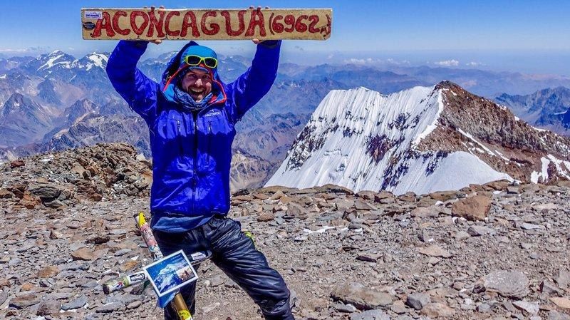 Michel Stückelberger a mis seize jours pour atteindre le sommet d'Argentine. A son arrivée, l'émotion a été extrêmement intense.