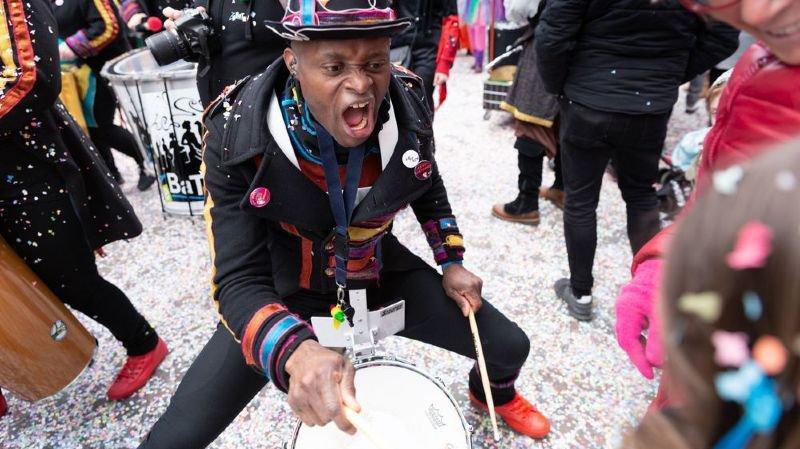 Valais: les cortèges de carnaval ont attiré des milliers de spectateurs