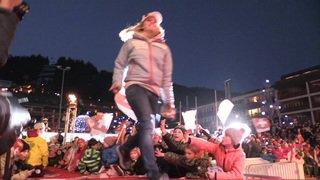 Crans-Montana: les skieuses viennent chercher leur dossard en tyrolienne