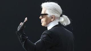 Pas de cérémonie pour Karl Lagerfeld, conformément à ses souhaits, mais une pluie d'hommages