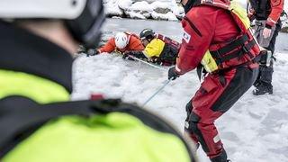 Champex: ils se jettent dans de l'eau glacée pour s'exercer à mieux nous sauver