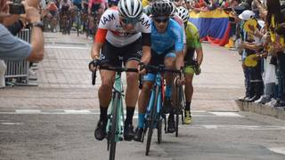 Les cyclistes Simon Pellaud et Antoine Debons roue dans roue au Tour Colombia