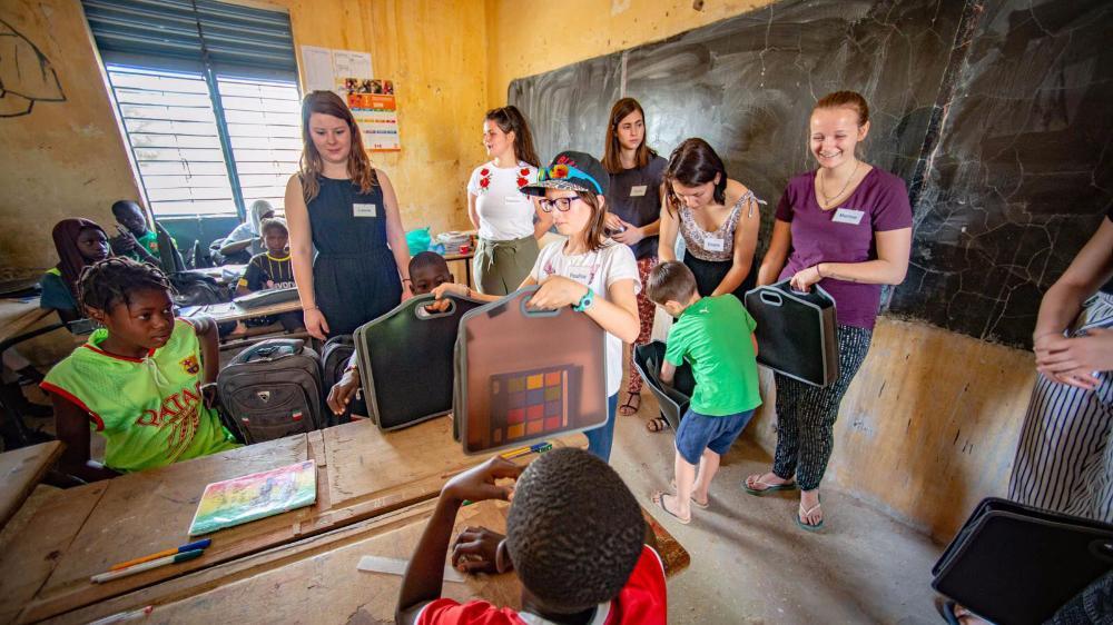 Les 13 étudiantes de l'ECCG ont également apporté du matériel aux écoliers sénégalais.
