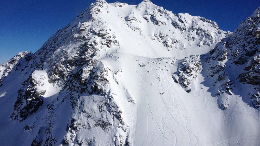 Accident: un skieur américain de 20 ans perd la vie au Mont-Fort