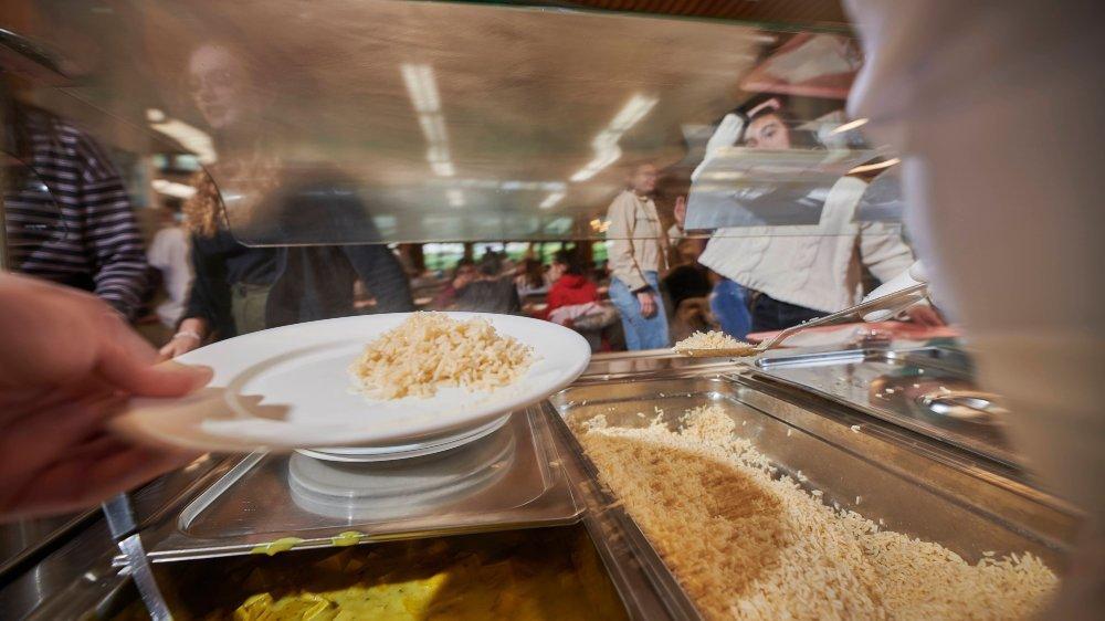 Une étude mandatée par le collège le prouve l'impact CO2 des étudiants est majoritairement dans leur assiette.