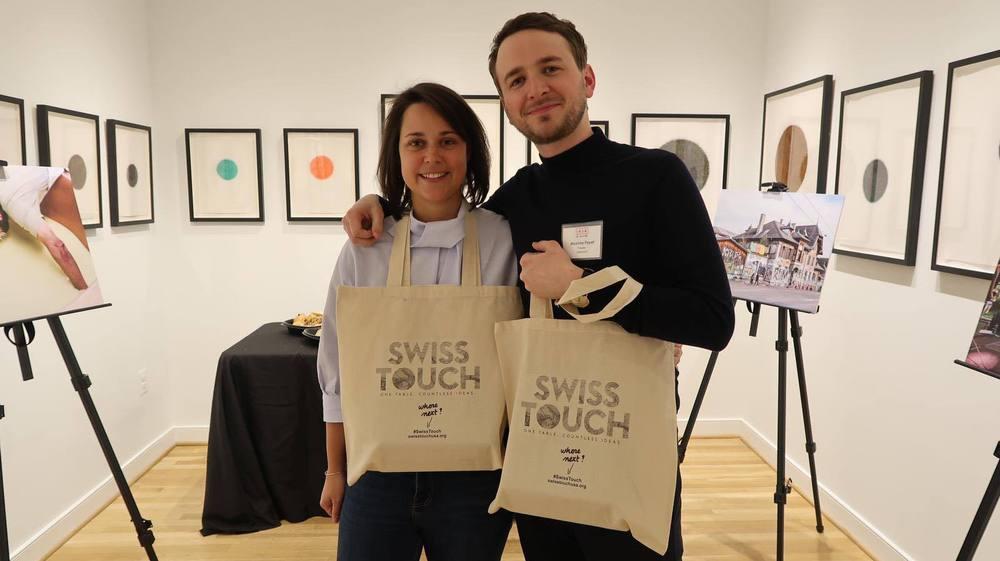 A l'invitation de l'ambassade de Suisse, Delphine Riand et Maxime Fayet ont présenté leur magazine «Immersions» à la galerie IA&A at Hillyer à Washington, entourés de photos tirées de la revue semestrielle qu'ils ont cofondée en 2017.