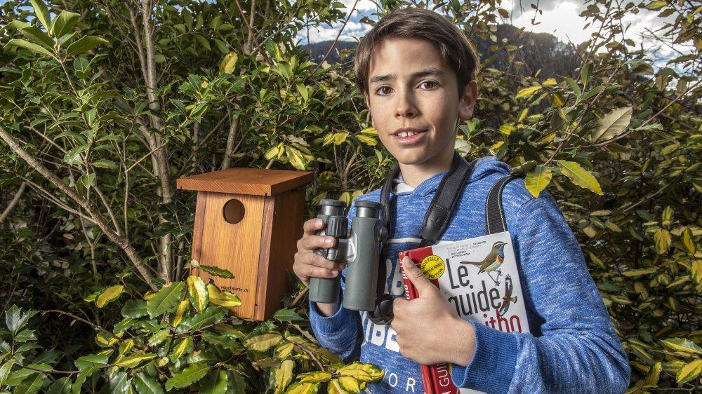 Jolan Besson, jeune écolier bagnard, sensibilise les citoyens à la protection des oiseaux en faisant des exposés dans les classes et des ateliers pour construire des nichoirs.
