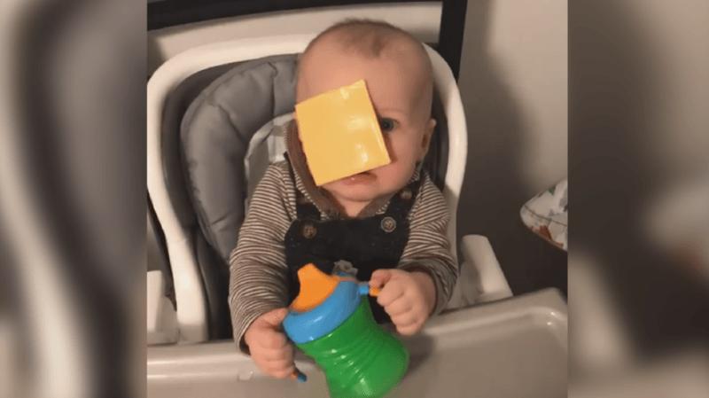 Cheese challenge : lancer du fromage sur des bébés, le nouveau défi révoltant