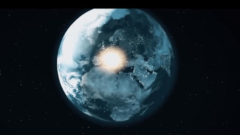 Une boule de feu a traversé l'espace au-dessus de la Russie