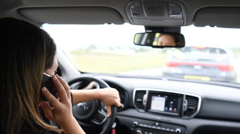 La police argovienne contrôle 400 voitures: près d'un tiers des conducteurs au téléphone
