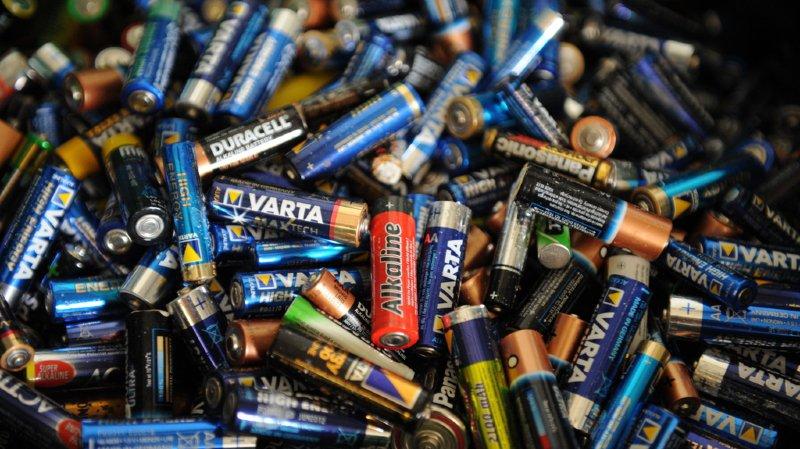 10% des piles présentes dans un foyer sont usagées et attendent au fond d'un tiroir d'être recyclées. (illustration)
