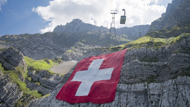 Un «drapeau» suisse sur la Lune, des cloches pas bruyantes et l'attitude scandaleuse des fans de GC… l'actu suisse vue du reste du monde
