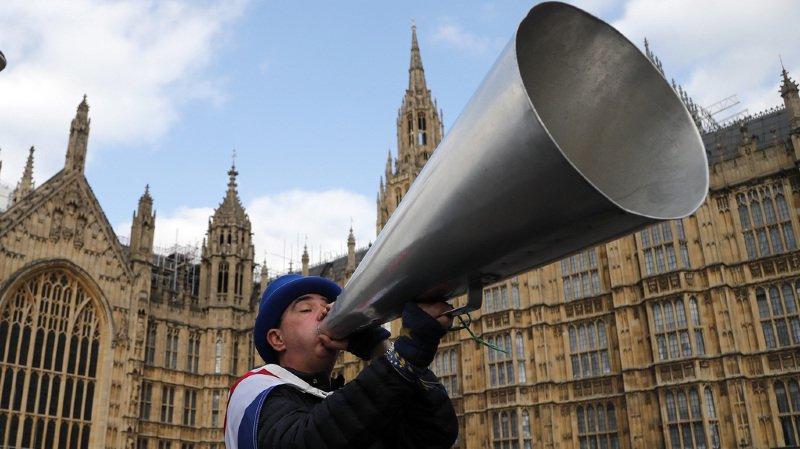 Brexit: les députés britanniques rejettent toutes les variantes