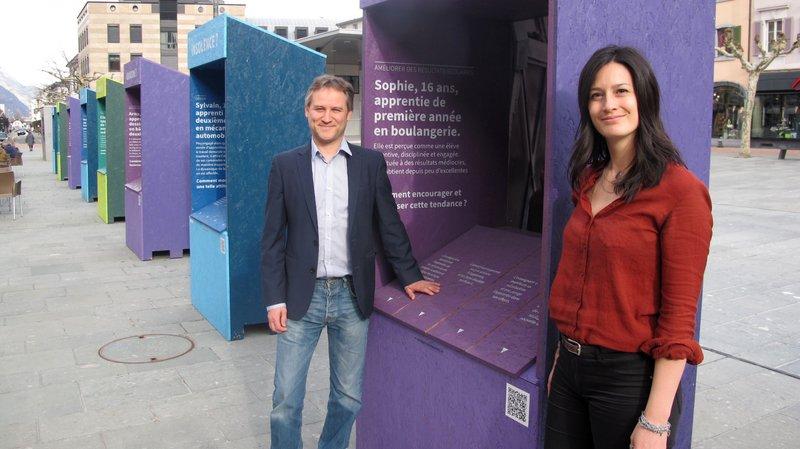 Le professeur Jean-Louis Berger et la docteure Kim Lê Van ont conçu l'exposition actuellement visible sur la place Centrale de Martigny.