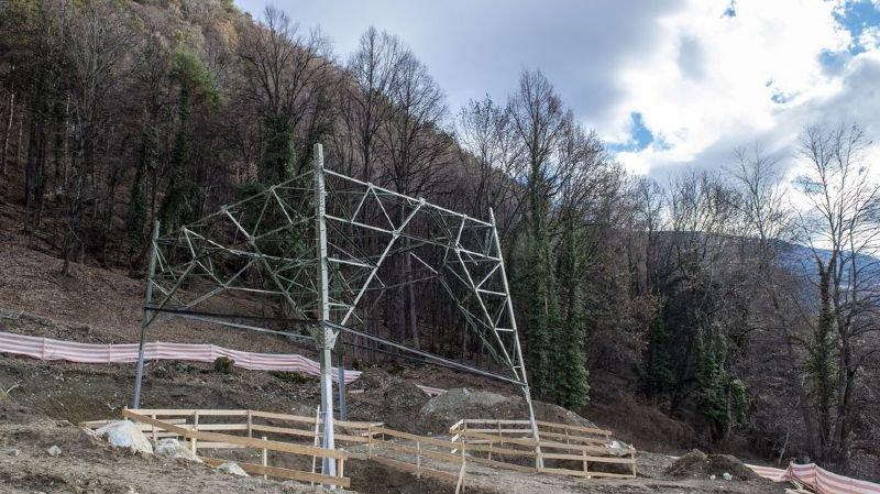 Ligne à très haute tension Chamoson-Chippis: un premier pylône sort à Chalais