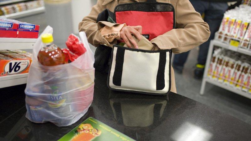Le Valais va interdire les sacs plastique gratuits
