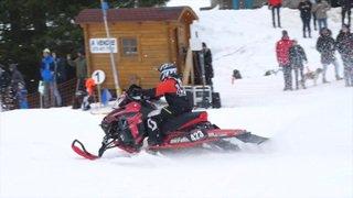 Spectaculaire finale de snowcross : une femme fait son show!