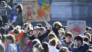 La grève des étudiants suisses pour le climat en images