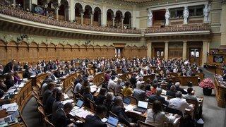 Conseil national: la gauche quitte la salle pour protester contre la présence d'une délégation hongroise