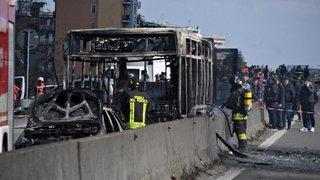 La prise d'otages decollégiens secoue l'Italie