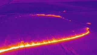 Vionnaz: les saisissantes photos d'un champ en feu prises par un drone thermique