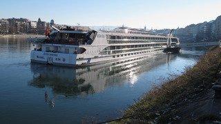Pays-Bas: un bateau de croisière suisse en route pour Rotterdam percute un cargo