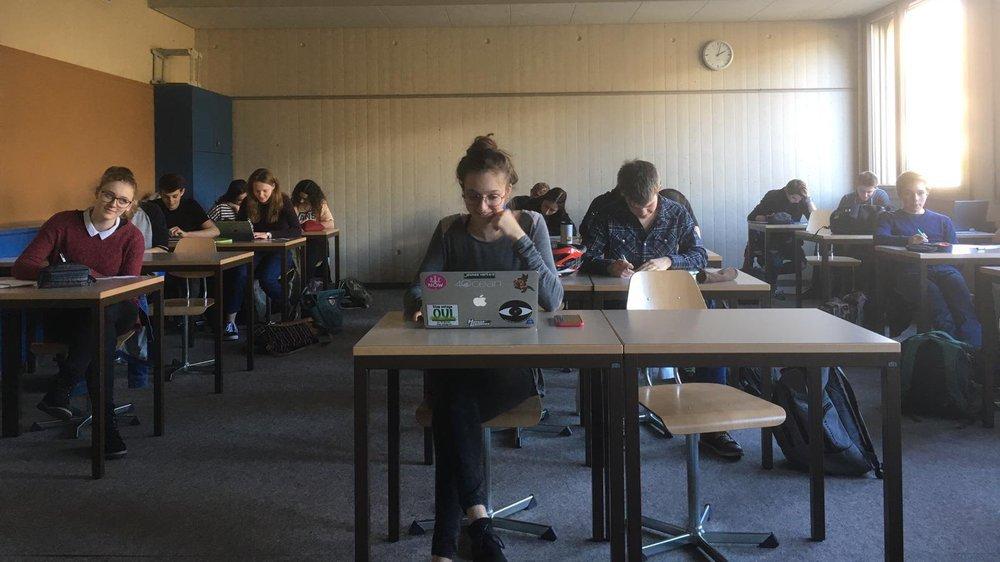 Les étudiants grévistes du climat en colle au Lycée collège des Creusets.