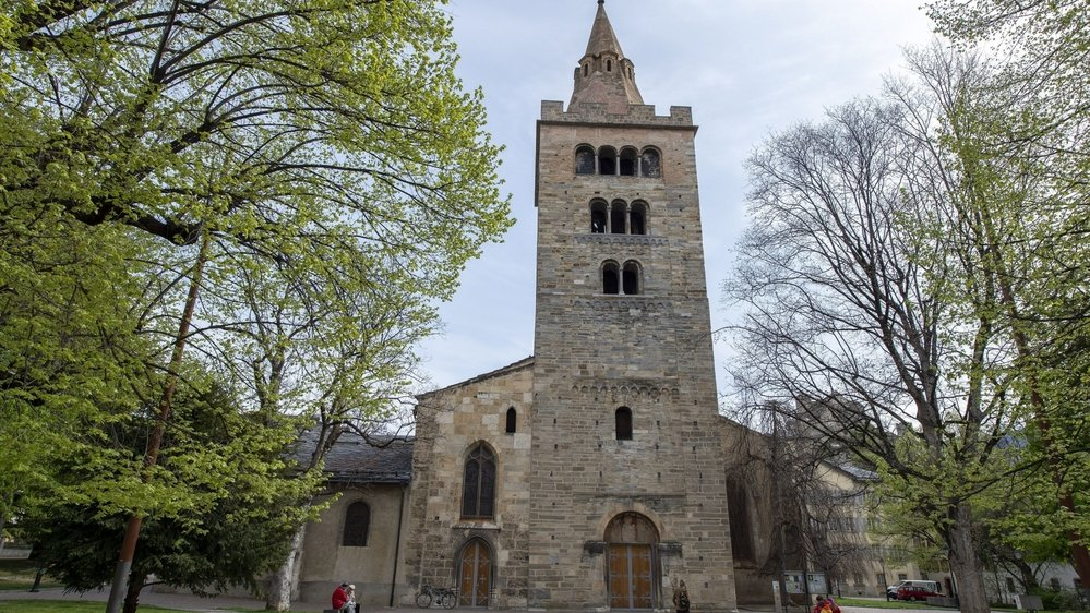 La charpente de la Cathédale de Sion est, comme Notre-Dame de Paris, en bois.