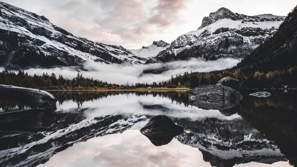 Le lac de Derborence et ses relfets miroirs sont très prisé des instagrammeurs.