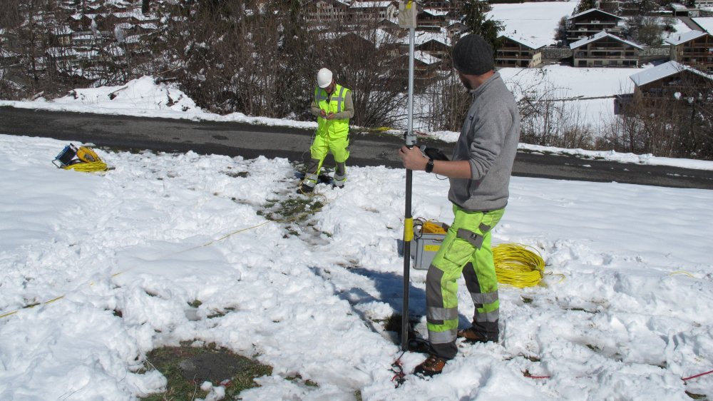 500 forages sont réalisés de part et d'autre de la Dranse autour de la place Curala au Châble.
