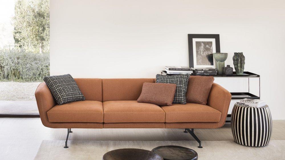 Signé par le célèbre designer italien Piero Lissoni, Betty Boop est un canapé aux contours arrondis et délicats. Les lignes essentielles de l'assise mettent en valeur le revêtement haut de gamme, sobre et chic. (Kartell)