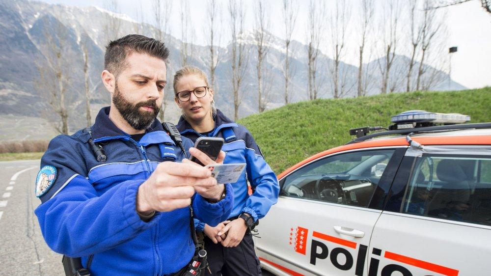 Les polices du canton consultent en permanence les différentes bases de données dont celles mises à disposition via l'espace Schengen.
