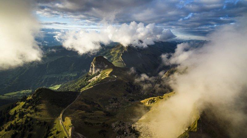 Il y aurait plus de 365 particules de microplastiques par mètre carré par jour en montagne.