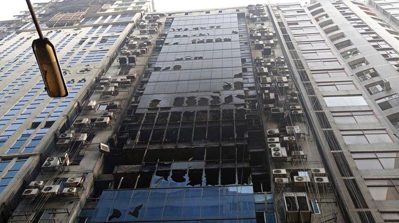 Incendie d'un immeuble à Dacca, au Bangladesh: le bilan s'établit à 25 morts, poursuites pour meurtres engagées