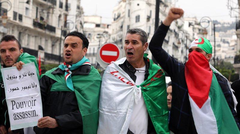 Algérie: premier grand rassemblement dans la rue après l'annonce du départ de Bouteflika