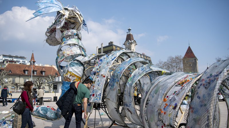 Les organisateurs sensibilisent le public au plastique et proposent des alternatives durables.
