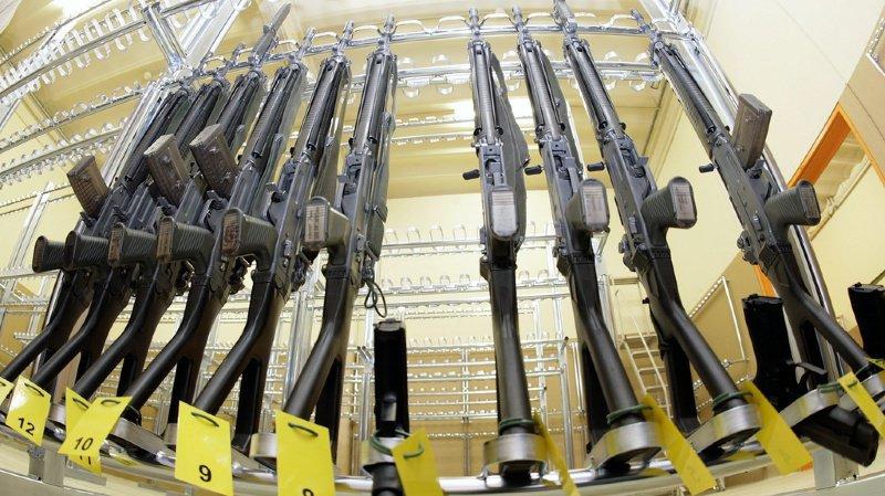Les Fass 90 et les pistolets 75 d'ordonnance devraient passer le cap de la Cour européenne de justice (illustration).